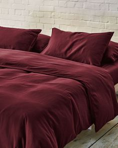 All your bedding essentials in one set. Our luxurious bedding is woven in Portugal with 100% premium long staple cotton and has a 400 thread count. Crafted to last and guarantee a restful night. Sink into deep burgundy sheets, a rich and indulgent touch to your bedroom. Beige Bedding Sets, Dark Grey Bedding, Burgundy Bedding, Striped Bedding, Green Bedding, King Bedding Sets, White Bedding, Cotton Bedding, Duvet Sets