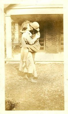 Vintage LGBT – Adorable Photographs of Lesbian Couples in the Past That Make You Always Believe in Love Vintage Lesbian, Lesbian Art, Lesbian Pride, Lesbian Love, Lesbian Couples, Lgbt History, Women In History, Thing 1, Vintage Love