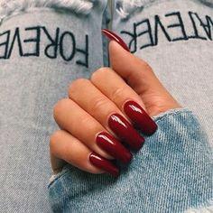 Kendall Jenner - best dark red nail polish on square fake acrylic nails kendall jenner nails mo Fake Acrylic Nails, Square Acrylic Nails, Acrylic Nails Autumn, Classy Acrylic Nails, Kendall Jenner Nails, Dark Red Nails, Short Red Nails, Red Glitter Nails, Purple Nail