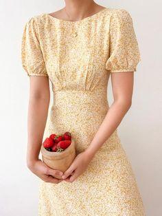 Floral Midi Dress, Dot Dress, Dress Up, Vestidos Vintage, Vintage Dresses, Vintage Blouse, Simple Dresses, Pretty Dresses, Modest Outfits