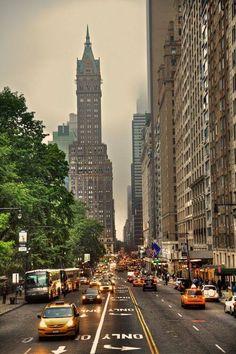"""""""Cien veces he pensado que Nueva York es una catástrofe, y 50 veces que es una hermosa catástrofe."""" - Le Corbusier"""