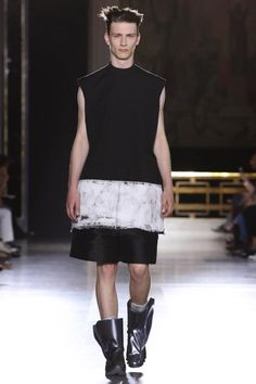 We would like to share with you the Paris runway presentation from Rick Owens, Spring Summer 2015 collection. Live Fashion, Fashion Show, Unisex Fashion, Mens Fashion, Men Wearing Skirts, Dystopian Fashion, Man Skirt, Rick Owens Men, Men In Kilts