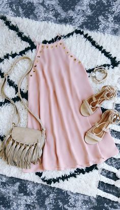 The grommet trend is here to stay thanks to the Amara Blush Swing Dress! This sleeveless, woven dress has gold grommet accents and a swing silhouette. Girl Fashion, Fashion Outfits, Womens Fashion, Rush Outfits, Cute Dresses, Short Dresses, Look Chic, Swagg, Everyday Outfits