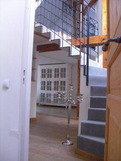 Wohnzimmer/ Treppe zur Galerie