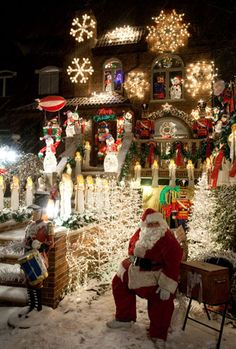 Credit: Erik Pendzich/Rex Features Dyker Heights in Brooklyn, New York, is famous for its elaborate Christmas decorations: SWEET! Christmas House Lights, Christmas Tree Wreath, Christmas Scenes, Christmas Mood, Holiday Lights, All Things Christmas, Christmas Ornaments, Christmas Mantles, Christmas Houses