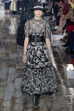 31bef226b2b5 Défilé Christian Dior Croisière 2019 Femme Haute Couture, Belles Femmes,  Nuances, Fleurs,