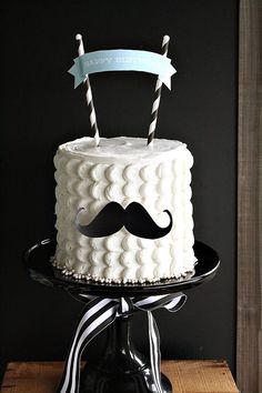 Torta personalizada con silueta de bigote para fiesta de Día Del Padre. #DiaDelPadre