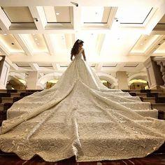 #lebaneseweddings ▪Photographer :#Brightlightimage @brightlightimagephotography. ▪Wedding dress : #Reemkachmar @kachmarreem. ▪Hair dresser : @Husseinsafwan #lebaneseweddings