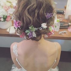 Get ready to look ravishing on your big day with these wedding hairstyles with flowers. Wedding Tiara Hairstyles, Dress Hairstyles, Bride Hairstyles, Pretty Hairstyles, Wedding Party Hair, Wedding Hair Flowers, Flowers In Hair, Bridal Hair, Corona Floral