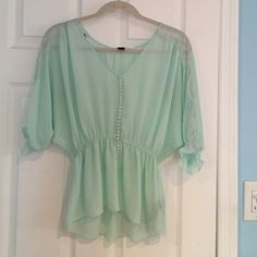 Forever 21 pretty top size small Forever 21 pretty top size small Forever 21 Tops