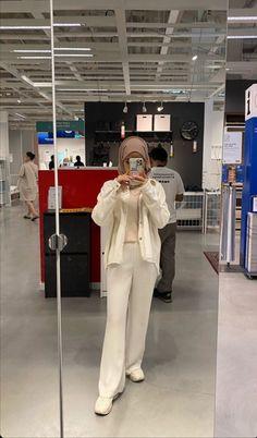 Hijab Fashion Summer, Street Hijab Fashion, Korean Girl Fashion, Ulzzang Fashion, Muslim Fashion, Fashion Outfits, Women's Fashion, Korean Outfit Street Styles, Korean Outfits