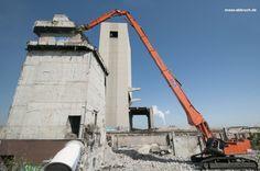 Abbruch Zeche Kokerei Kaiserstuhl, Westfalenhütte Dortmund:  108 Gebäuden (400.000 m3 umbauter Raum), darunter ein 70 m hoher Förderturm, 20.000 m2 Oberflächen und Fundamenten, Einbau von 110.000 m3 Füllboden und RC-Material