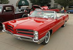 1966 Pontiac Catalina Convertible, I remember my parents having this exact car. Guys running out to fill your tank, check the tires and oil. Clean the windows. American Classic Cars, American Muscle Cars, Cadillac, Armadura Ninja, Vintage Cars, Antique Cars, Pontiac Catalina, Pontiac Cars, Pontiac Bonneville