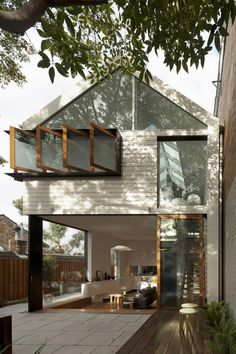 blending of indoors and out in this awesome modern home (christopher polly architect, photographs brett boardman)