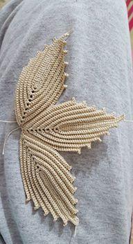 Rust stone, decorated with four laps petals, in thin white cotton thread. To collect. Home decor. Freeform Crochet, Crochet Art, Crochet Motif, Irish Crochet, Crochet Crafts, Crochet Doilies, Crochet Stitches, Crochet Borders, Crochet Flower Patterns