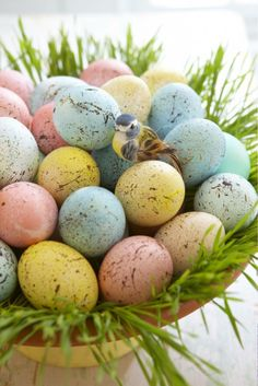Use a tad more rustic colors for the eggs and this would be perfect!