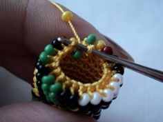 Pic 7: Pivoted job back , the thread under the bead , under the hook