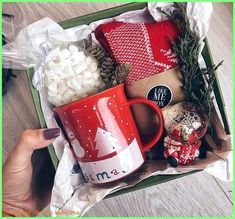 10 Christmas DIY Gifts for Friends Creative and Easy. 50 Christmas DIY Gifts for Friends Creative and Easy Diy Christmas Gifts For Friends, Teenage Girl Gifts Christmas, Homemade Christmas Gifts, Christmas Items, Christmas Fun, Christmas Gift Boxes, Beautiful Christmas, Holiday Gift Baskets, Gift Baskets For Christmas