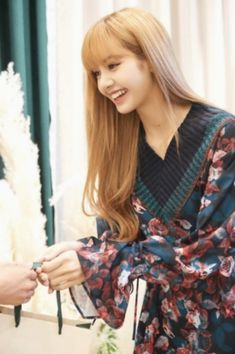 Lisa Blackpink with Lisa Lalisa Manoban Blackpink Lisa, Jennie Blackpink, Kpop Girl Groups, Kpop Girls, Pink Walpaper, Jenny Kim, K Pop, Lisa Blackpink Wallpaper, Blackpink Photos