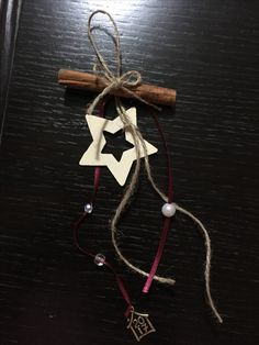 Diy Crafts For School, Diy And Crafts, Christmas Crafts, Christmas Decorations, Star Ornament, Ornaments, Christmas 2019, Floral Arrangements, Charmed