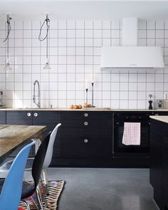 It's not all square in the bathroom. It's hitting the kitchen vibe as well. @myscandinavianhome #squaretiles #kitchen #bathroombliss #bathroom #tuesday #tuesdayinspiration #midcenturymodern #midcentury #midcenturyliving #midcenturystyling #interiordesign #interiors #interiorstyle #interiorstyling #interiorinspo #homedecor #homestyle #homedesign #homestyling #interiorsblogger #interiorsblog #homeblog #homeblogger #inspo #interier #myhomevibe #styleithappy #2018interiors #2018style