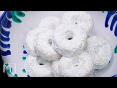 ROSCOS DE ANÍS DEL PADUL | Dulce típico navideño - YouTube Mantecaditos, Plum Cake, Spanish Food, Doughnut, Frosting, Fondant, Food And Drink, Christmas Decorations, Favorite Recipes
