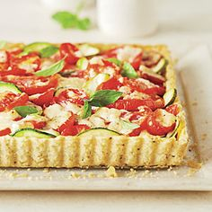 Tomato-Zucchini Tart is packed with nutrient-rich tomatoes and fresh basil for a punch of flavor. Tart Recipes, Real Food Recipes, Vegetarian Recipes, Cooking Recipes, Real Foods, Healthy Recipes, Zucchini Tart, Fresh Tomato Recipes, Savory Tart