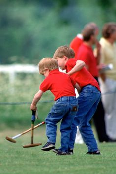 Vintage photos of Prince William and Prince Harry that will melt your heart. Prince William And Harry, Prince Henry, Prince Harry And Meghan, Prince Philip, Lady Diana, Diana Son, Princess Diana Family, Prince And Princess, Princess Kate