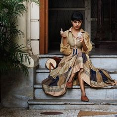 """thesartorialist (Scott Schuman) """"On the Street....Kanika, Mumbai I've never shot girl applying lipstick with the help of her iPhone before, I guess that's a thing now"""""""