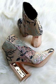 Boots Floral Golden Heel Shoes Embroidered Flowers Tendance Chic - Boot Heels - Ideas of Boot Heels - Boots Floral Golden Heel Shoes Embroidered Flowers Tendance Chic Cute Shoes, Me Too Shoes, Shoes Uk, Zara Shoes, Strappy Shoes, Women's Heels, Stiletto Heels, Boot Heels, Thigh High Boots Heels
