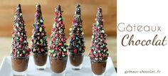 Ice Cream Cone Christmas Trees w/Chocolate Orange Cream. I would use green frosting instead if brown and then have chocolate pudding in the cups Xmas Food, Christmas Sweets, Christmas Cooking, Christmas Goodies, Holiday Desserts, Holiday Treats, Christmas Diy, Elegant Christmas Desserts, Christmas Chocolates