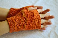 Foliage Mitts, fingerless gloves