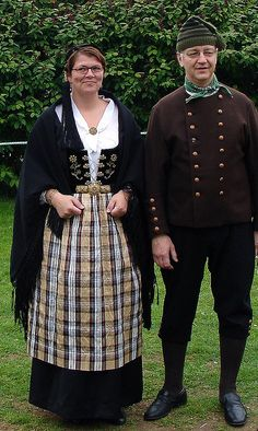 What is the traditional clothing of Iceland?