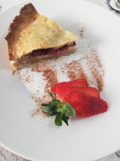 Torta sabbiosa alle fragole cioccolato e ricotta Gino D'Aquino Ricotta, Gin, Bread, Ethnic Recipes, Food, Eten, Jeans, Bakeries, Meals