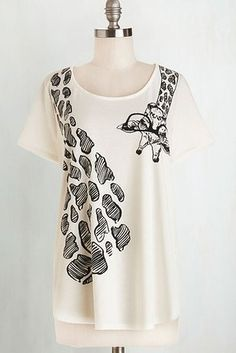 This adorable tee. | 27 Adorable Giraffe Products You Need In Your Life