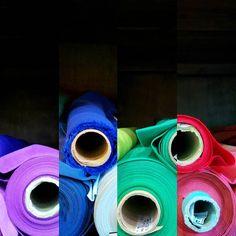 Ti arriva una email che dice saldi! Che fai non vai? Eccerto!!! Colori colori e coloriiii! Vi piace questa foto? Mi sono sbizzarrita un po a scattare e montare forse non si capisce il mio intento ma volevo farvi partecipi di queste meraviglie.  #colors #red #green #blue #fuxia #purple #pink #yellow #cotton #organic #nofilter #reimbow #algodon #organico #colori #stoffa #tela #cloth #fabric #bcn #barcelona