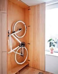 Resultado de imagem para como guardar bicicleta em espaço pequeno
