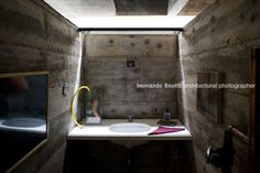 leme s house (former millan house) paulo mendes da rocha - view of the bathroom