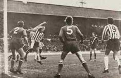 Sheffield Utd 1 Man City 1 in Dec 1972 at Bramall Lane. Tony Currie jumps for a corner #Div1