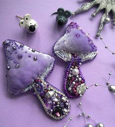 Handmade Beaded Jewelry, Beaded Jewelry Patterns, Brooches Handmade, Bead Embroidery Jewelry, Beaded Embroidery, Seed Bead Jewelry, Seed Beads, Textiles, Beaded Brooch