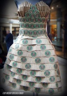 Here's how you could get me into Starbucks. A series of repurposed Starbucks cardboard cups is transformed into wearable and feminine fashion. Paper Fashion, Fashion Art, Fashion Show, Fashion Design, Origami Fashion, Fashion Details, Recycled Dress, Recycled Art, Recycled Clothing