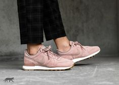 Nike // Nike Wmns Internationalist SE (Particle Pink / Particle Pink - Pale Grey)