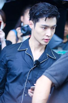 can YALL BELIEVE zhang yixing is the fINEST MAN ALIVE