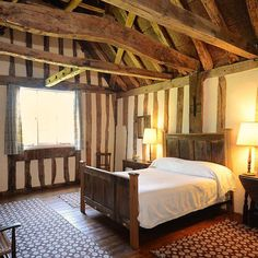 One of the bedrooms at New Inn, a late #medieval building in Peasenhall, Suffolk. By 1478, it was in use as an inn, and would have welcomed many different guests that strayed through Peasenhall. #historic #interiors