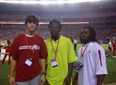 Anyone recognize these 3 young recruits visiting Bama? AJ McCarron, Dre Kirkpatrick, and Trent Richardson. They were babies way back then. What a great group they turned out to be! Alabama College Football, University Of Alabama, Football Fans, Crimson Tide Football, Alabama Crimson Tide, Paul Bear Bryant, Alabama Athletics, Sports Day, Southern Tide