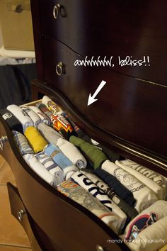 Mandy Hank Photography: Dresser Drawer Organization Solution: T-shirts!