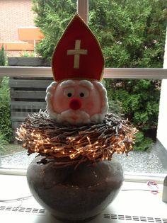DIY  Sinterklaas van piepschuim bal