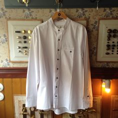 This is not an ordinary White shirt. It is a traditionel shirt with no collar and a nice baggy dit #tibberuphoekeren #smallshopkeeper #hoekeren #bonderøv #traditionelttøj #gammeldagstøj