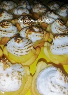 Mes Miniz-Tartelettes au Citron Meringuées http://lesgourmandizdetifa.wordpress.com/2014/12/28/minis-tartelettes-au-citron-meringuees/