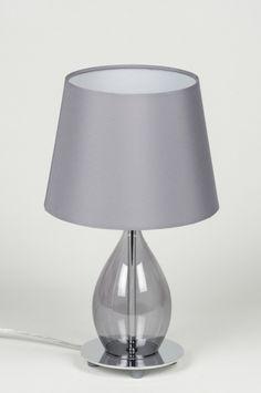 Artikel 10301 Modern en toch sfeervol, elegant en toch eigenzinnig!   Een tafellamp met een geheel eigen vormgeving. Dit armatuur heeft een grijze stoffen kap. De binnenkant van de kap is wit zodat het licht optimaal gereflecteerd wordt. http://www.rietveldlicht.nl/artikel/tafellamp-10301-modern-chroom-glas-stof-grijs-rond
